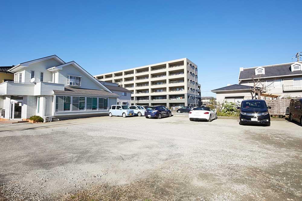 大型駐車場、駐輪場完備